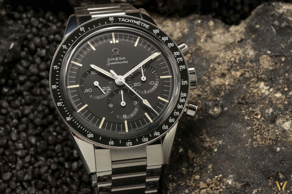 A ceramic bezel - Omega Speedmaster Moonwatch Caliber 321