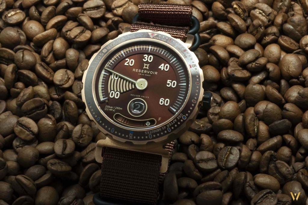 Picture of the front - RESERVOIR Hydrosphere Bronze Maldives Edition