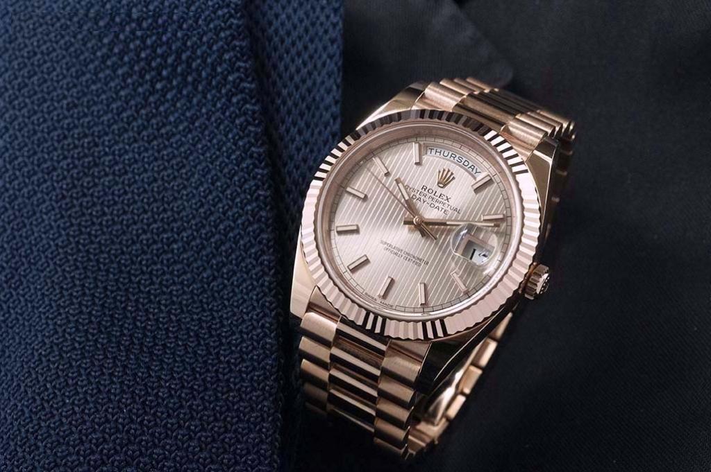 Caliber Rolex 3255 Rolex Day-Date 40 Everose gold