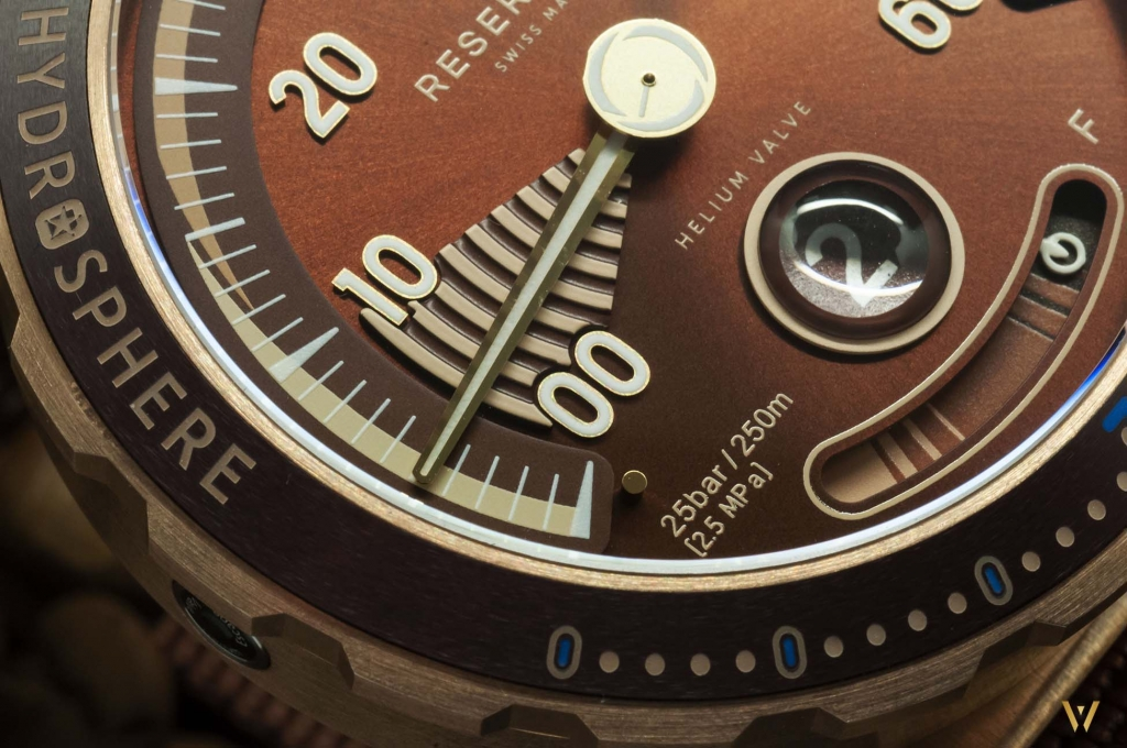 Focus on the dial - RESERVOIR Hydrosphere Bronze Maldives Edition