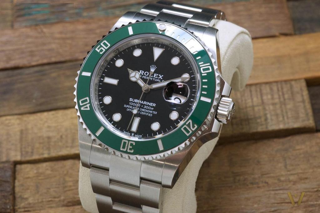 Rolex Submariner 41 green bezel: anti-reflective glass?