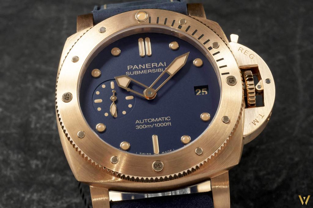 Blue mat dial and golden indexes - Panerai PAM 1074 Bronzo