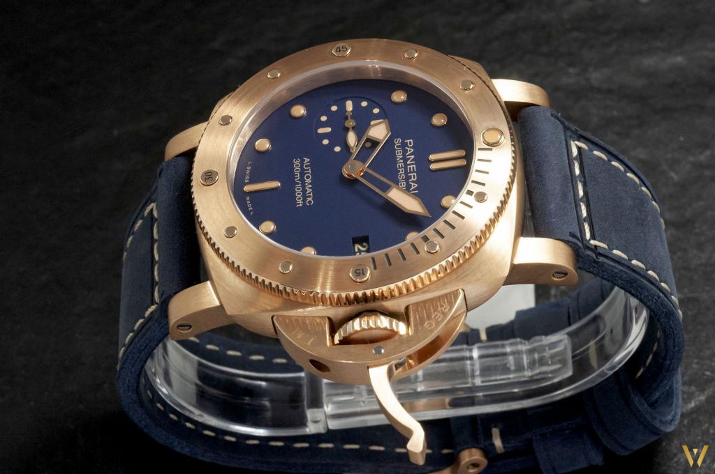 Bronze case and blue dial - new Panerai Bronzo PAM01074